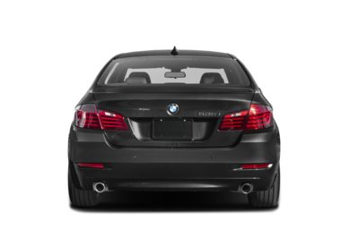 Rear Profile  2016 BMW 535