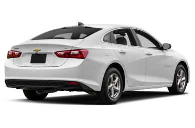 3 4 Rear Glamour 2017 Chevrolet Malibu