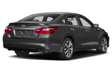 3 4 Rear Glamour 2017 Nissan Altima