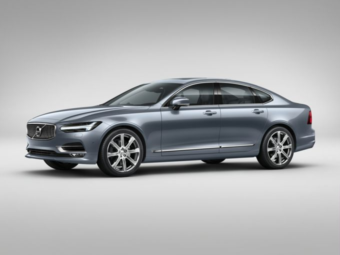 The 2018 Volvo S90 Sits On An Extended Wheelbase Adding 4 5 Inches Over Previous Model Year Standard Is No Longer Offered In