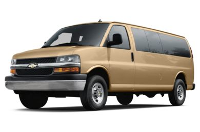 3/4 Front Glamour 2018 Chevrolet Express 3500