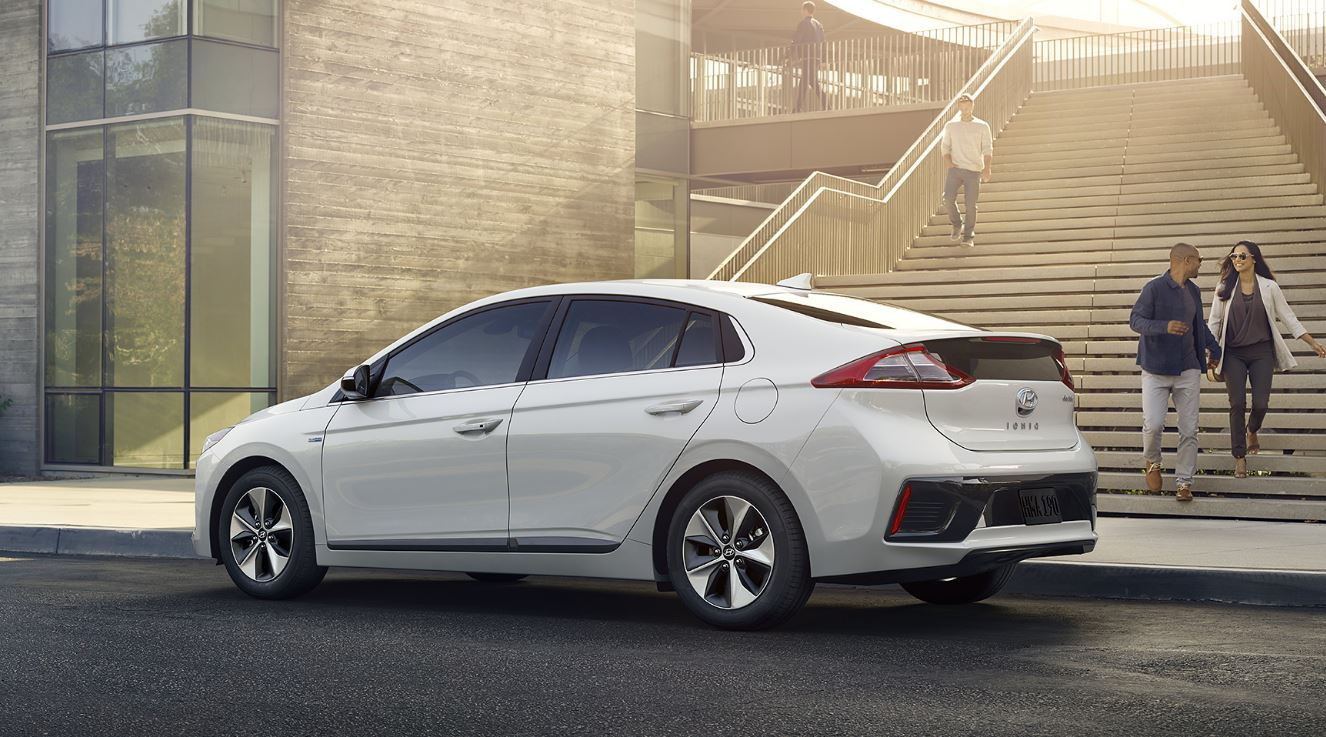 hyundai 39 s ioniq unlimited program is a subscription service for green californians carsdirect. Black Bedroom Furniture Sets. Home Design Ideas