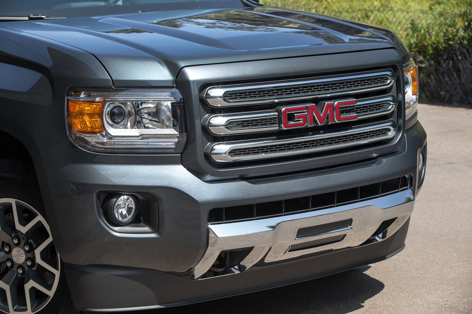 GMC Canyon Grille