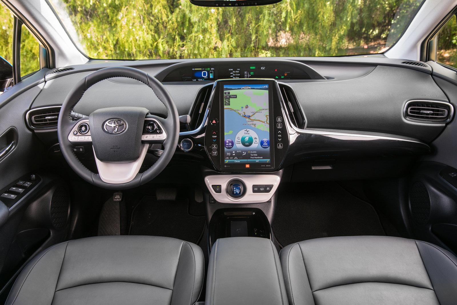 Toyota Prius Prime 2018 года