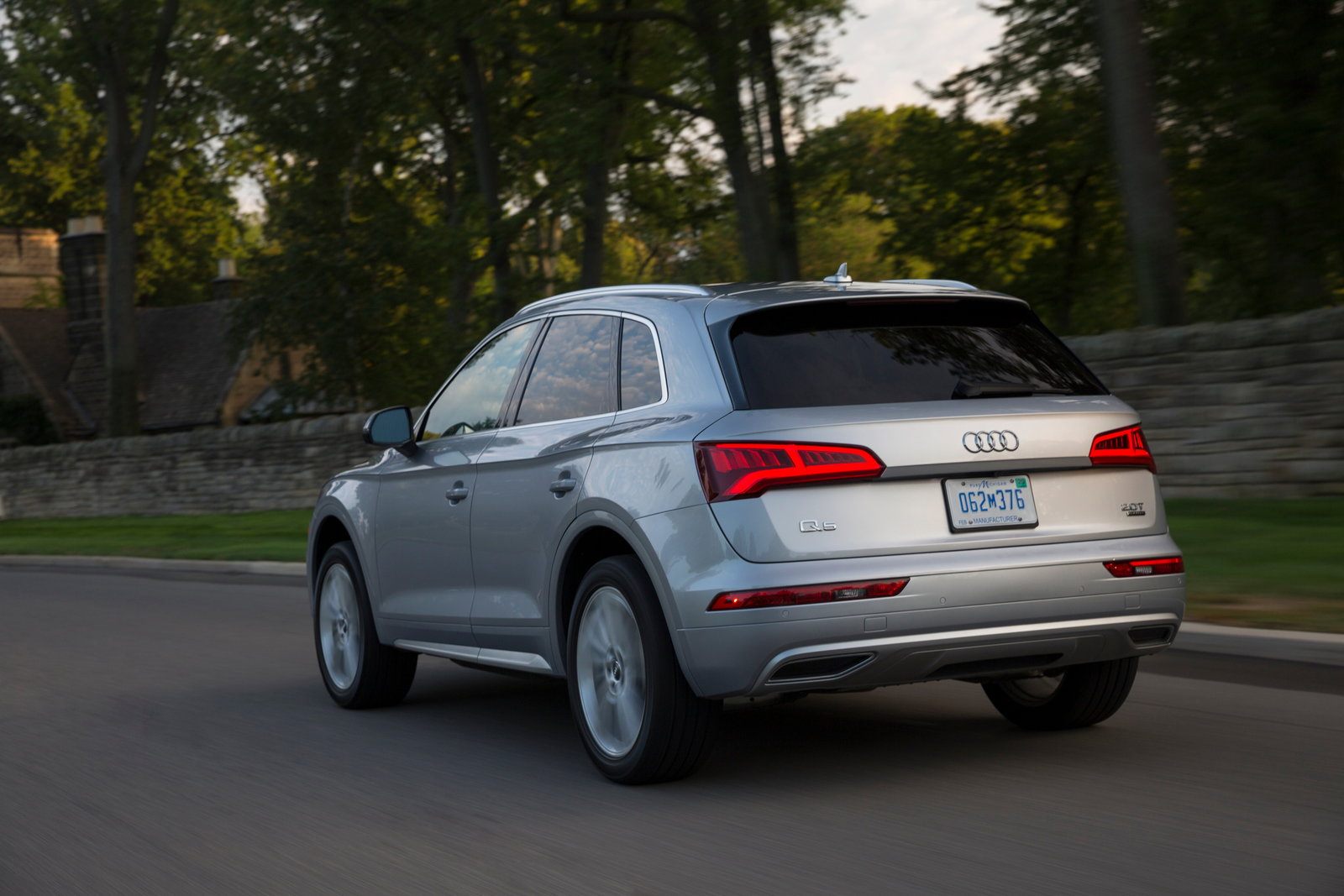 2019 audi q5 preview pricing release date. Black Bedroom Furniture Sets. Home Design Ideas