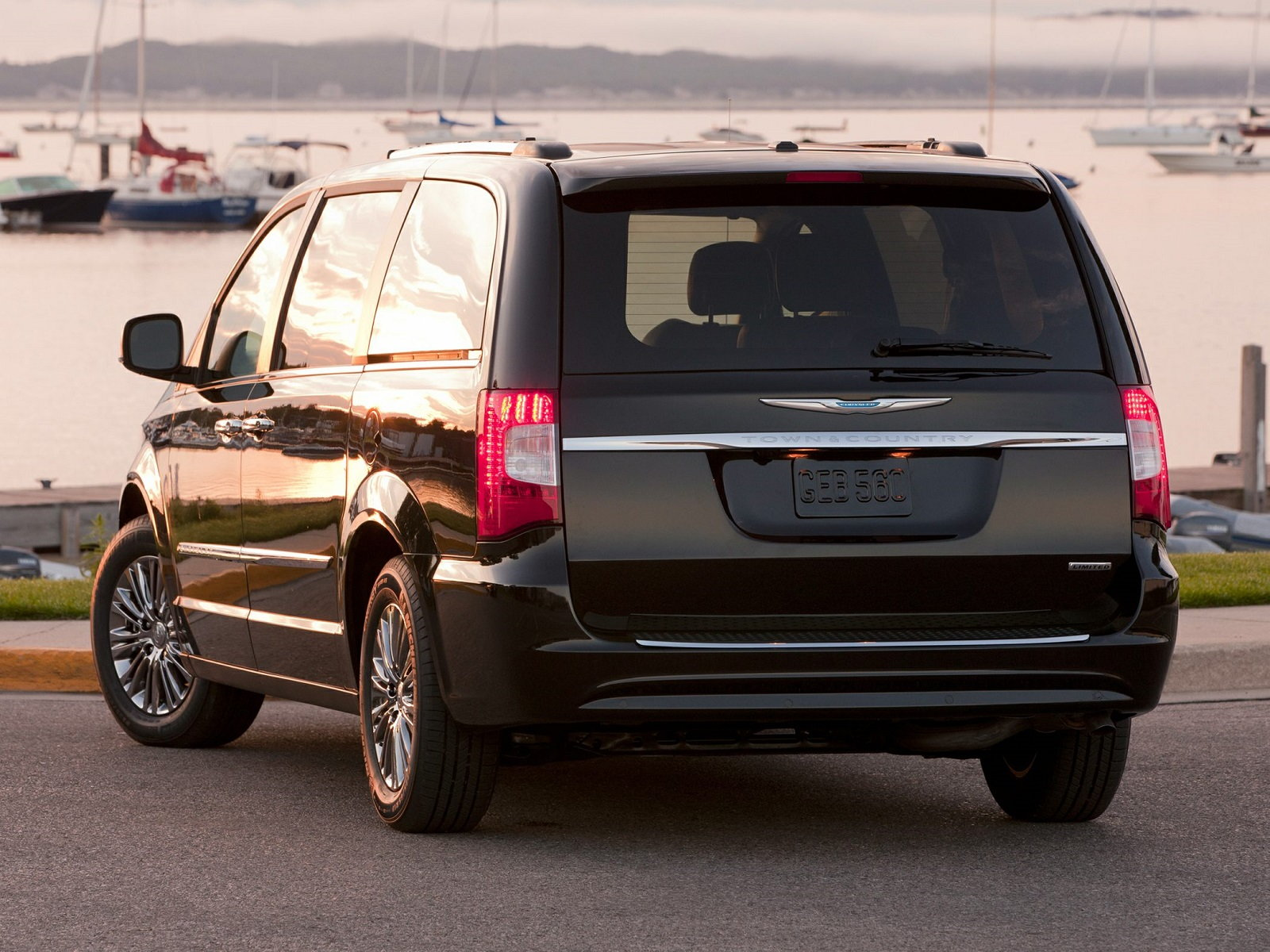 Chrysler Town & Country Rear Quarter
