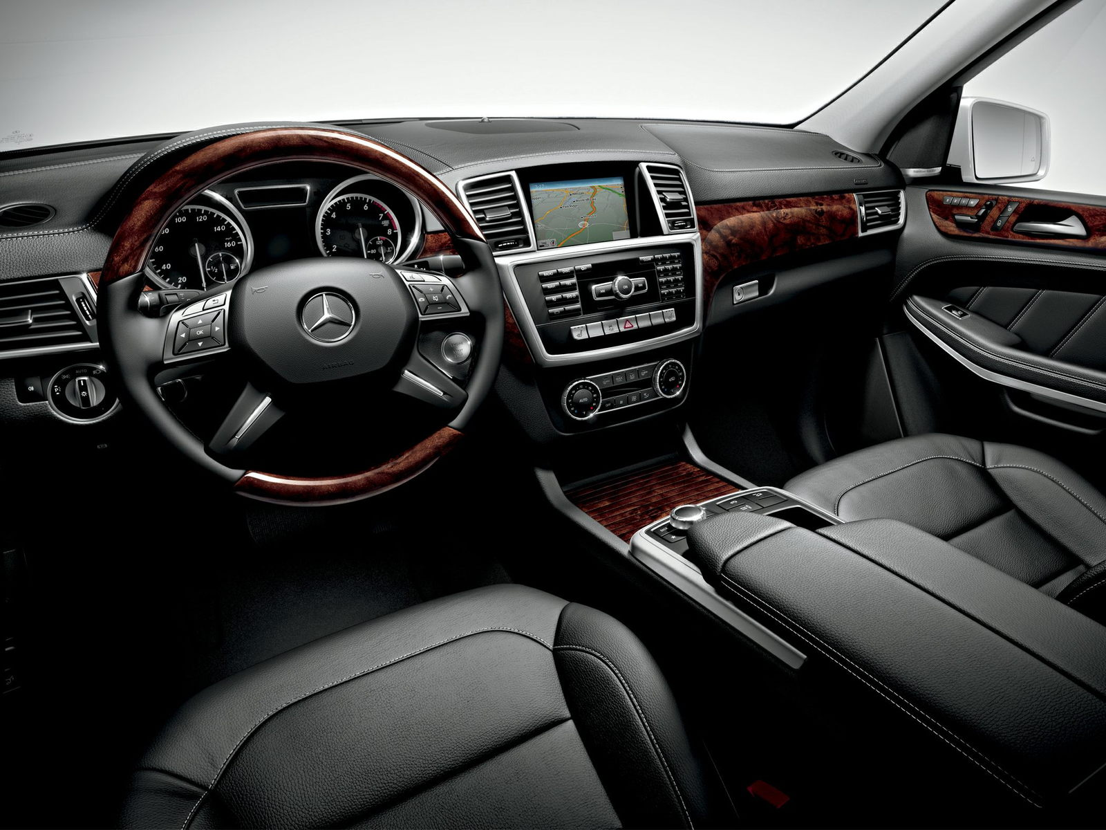 Mercedes-Benz GL550 Interior