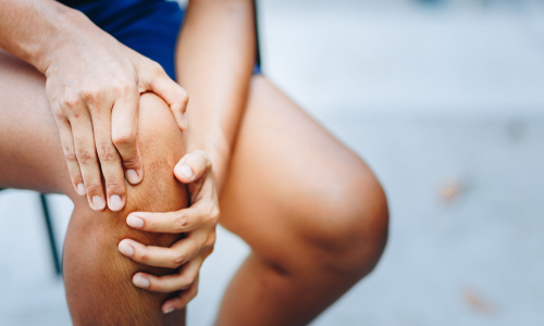 Woman with joint pain in knee