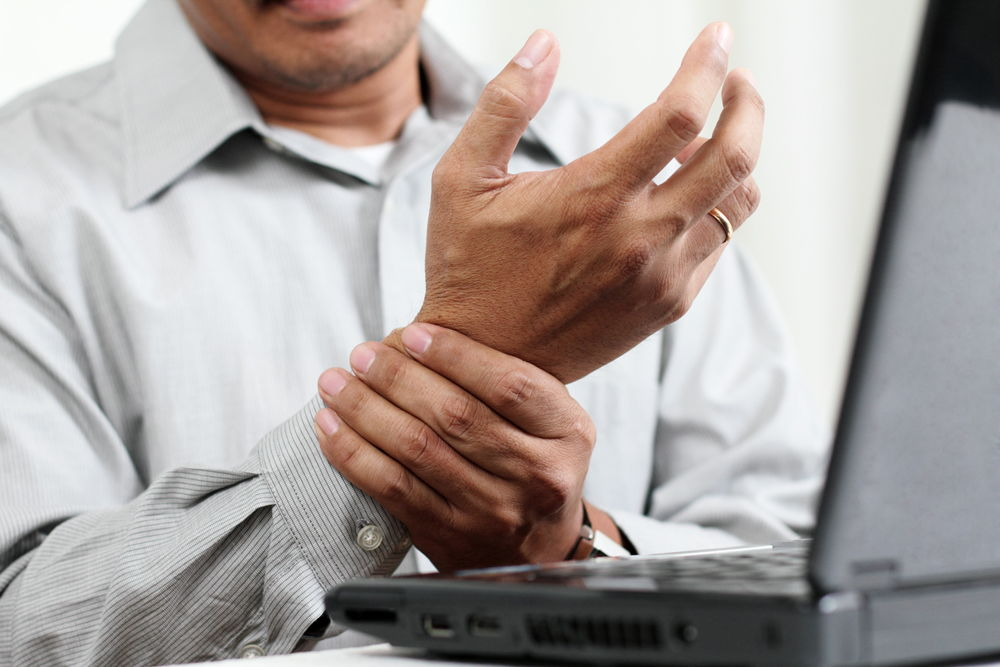 Man with Carpal Tunnel before seeing chiropractor in Coon Rapids