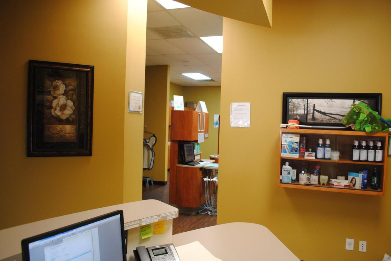 Simple Dental Office Interior Design