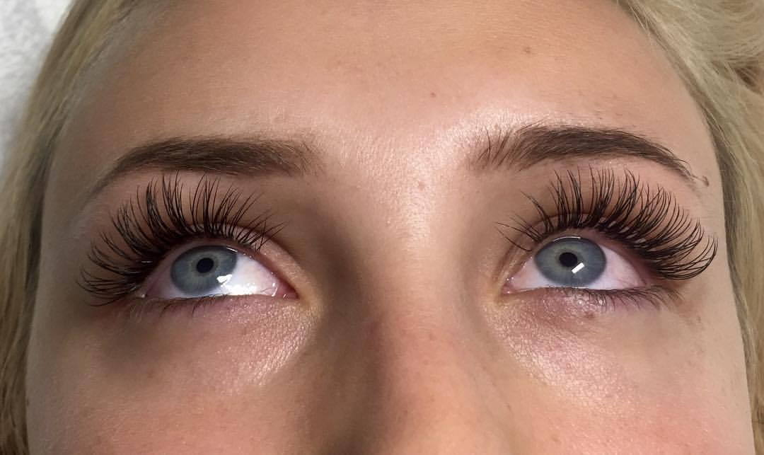 Eyelash extensions Glamour Look