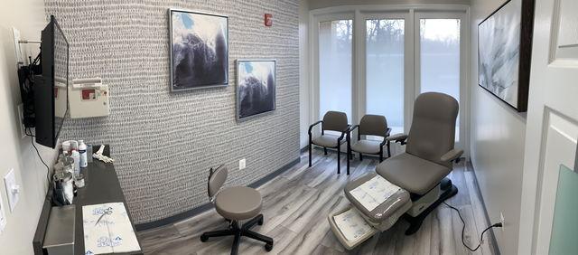 Waldorf grey room