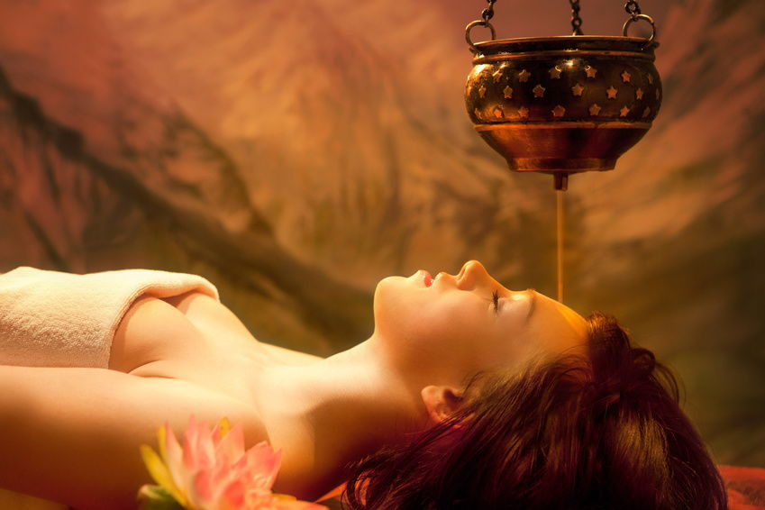 Aromatherapy-Shirodhara-Oil-Massage